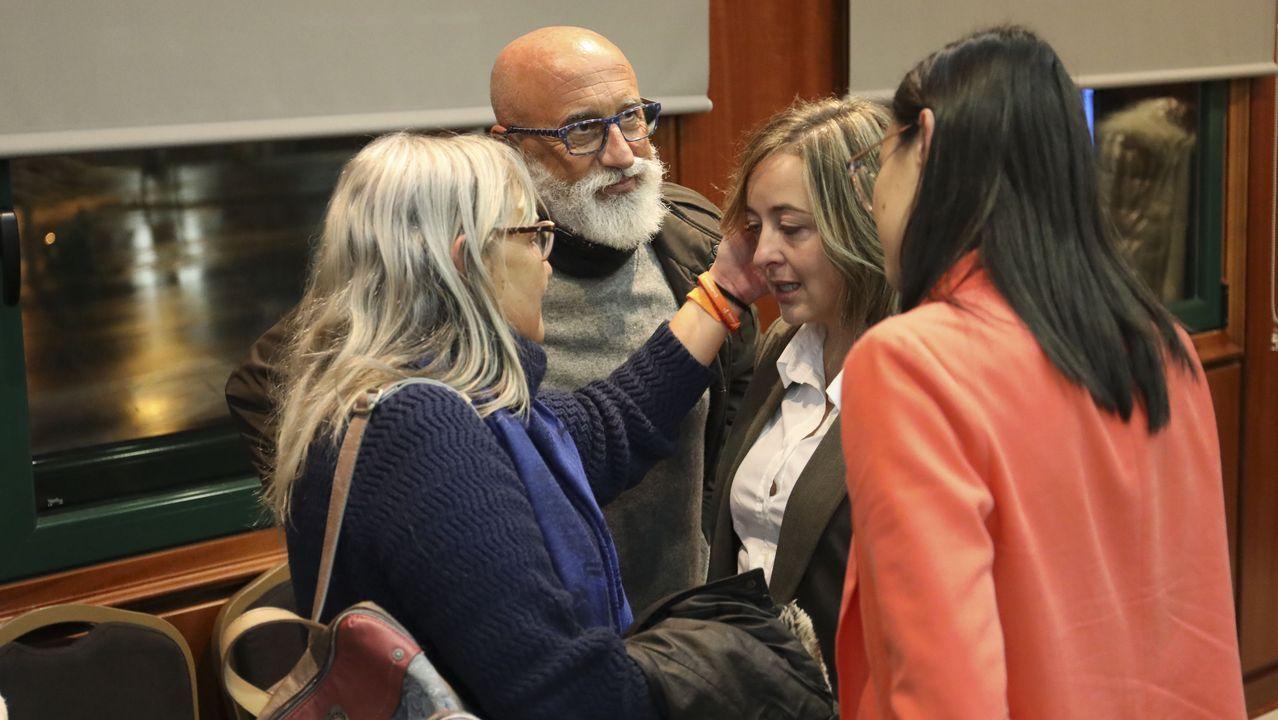 Abrazos y caras largas en la sede de Ciudadanos en Galicia tras conocer los resultados electorales