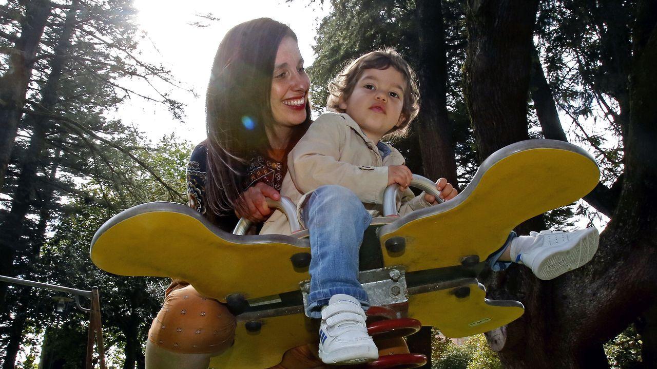 Joanna con su hijo Artai, al que cuida las 24 horas