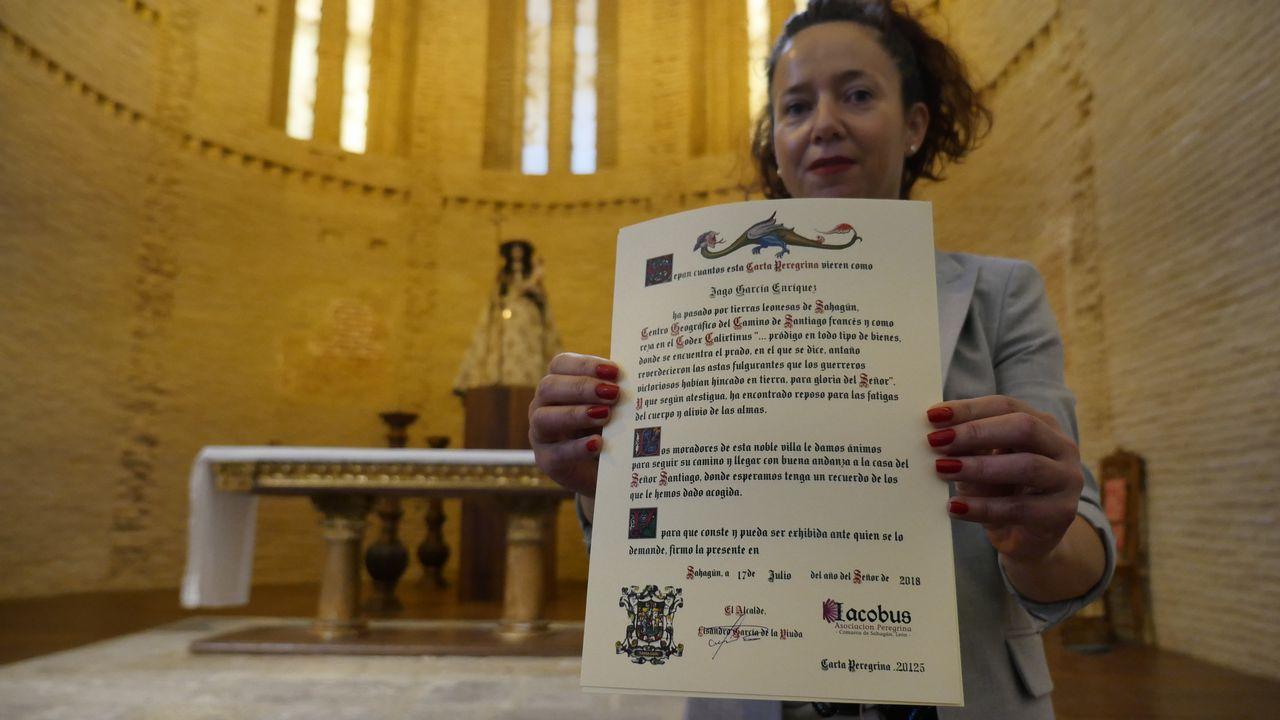 En la Iglesia de la Peregrina de Sahagún nos entregan la Carta Peregrina que acredita que hemos cumplido la mitad del Camino Francés