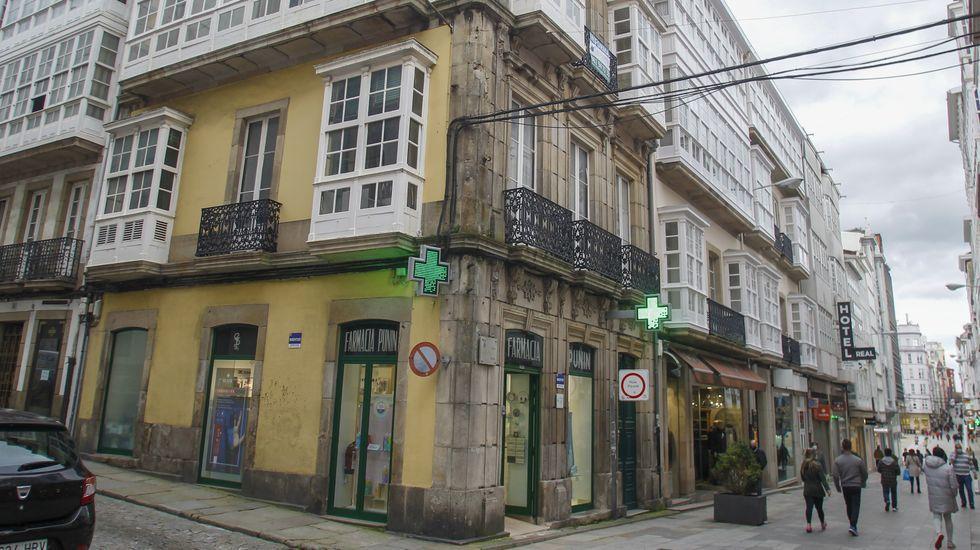 El emblemático edificio que hace esquina entre la calle Real y Concepción Arenal tiene a la venta los tres pisos superiores