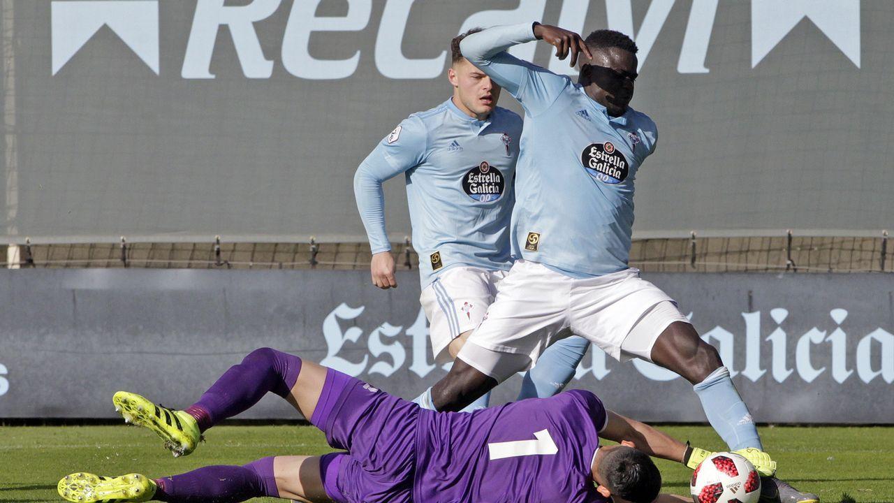 Lautaro de León, conocido futbolísticamente como Lauti, en el medio de la imagen