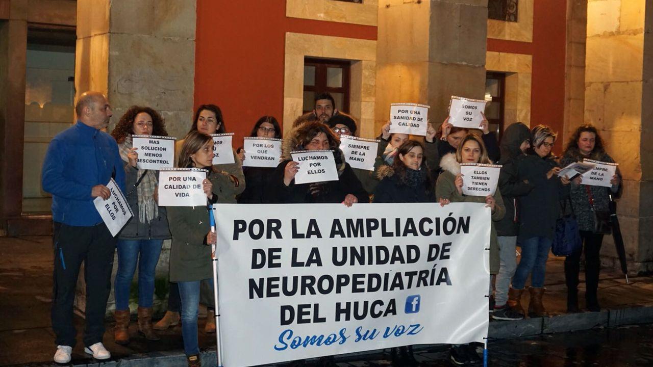 Familias asturianas piden ampliar la unidad de Neuropediatría del HUCA.Una embarazada se somete a una ecografía