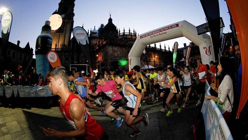 CorreSan nocturno en Santiago.El CorreSan cada día tiene más participantes.