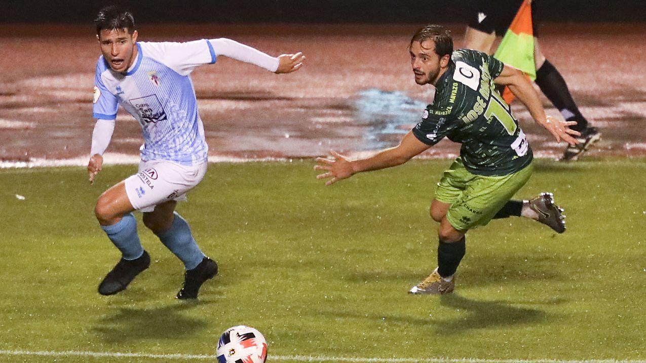 Javi Cueto y Álex Suárez celebran el primer gol del Vetusta ante el Marino