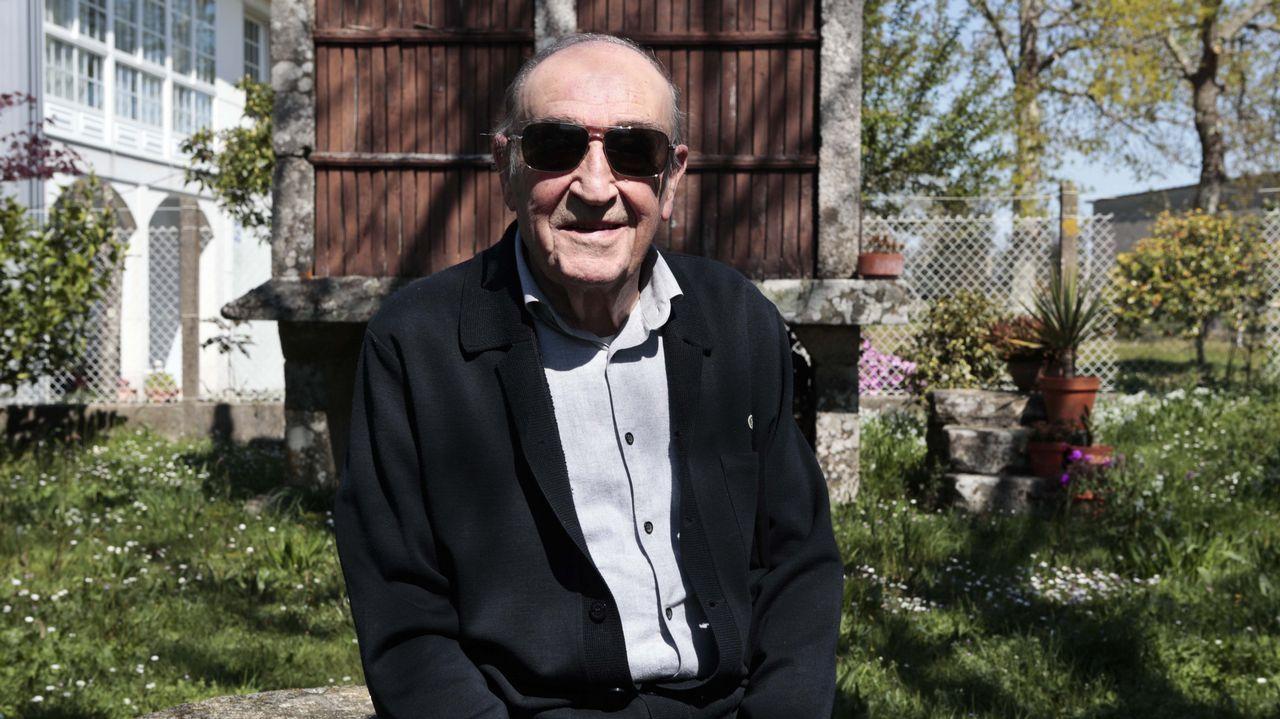 José Carlos Mella, en su casa familiar en O Foxo, A Estrada.
