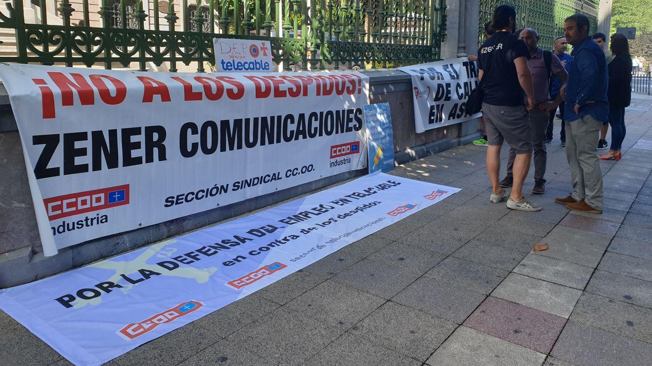 Protesta de los trabajadores de Zener ante la Junta