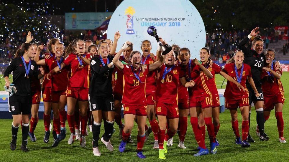 Tarde de vela en Arousa.La selección española sub-17 de fútbol femenino celebrando al final del partido haberse proclamado campeona del mundo después de imponerse (2-1) en la final contra México