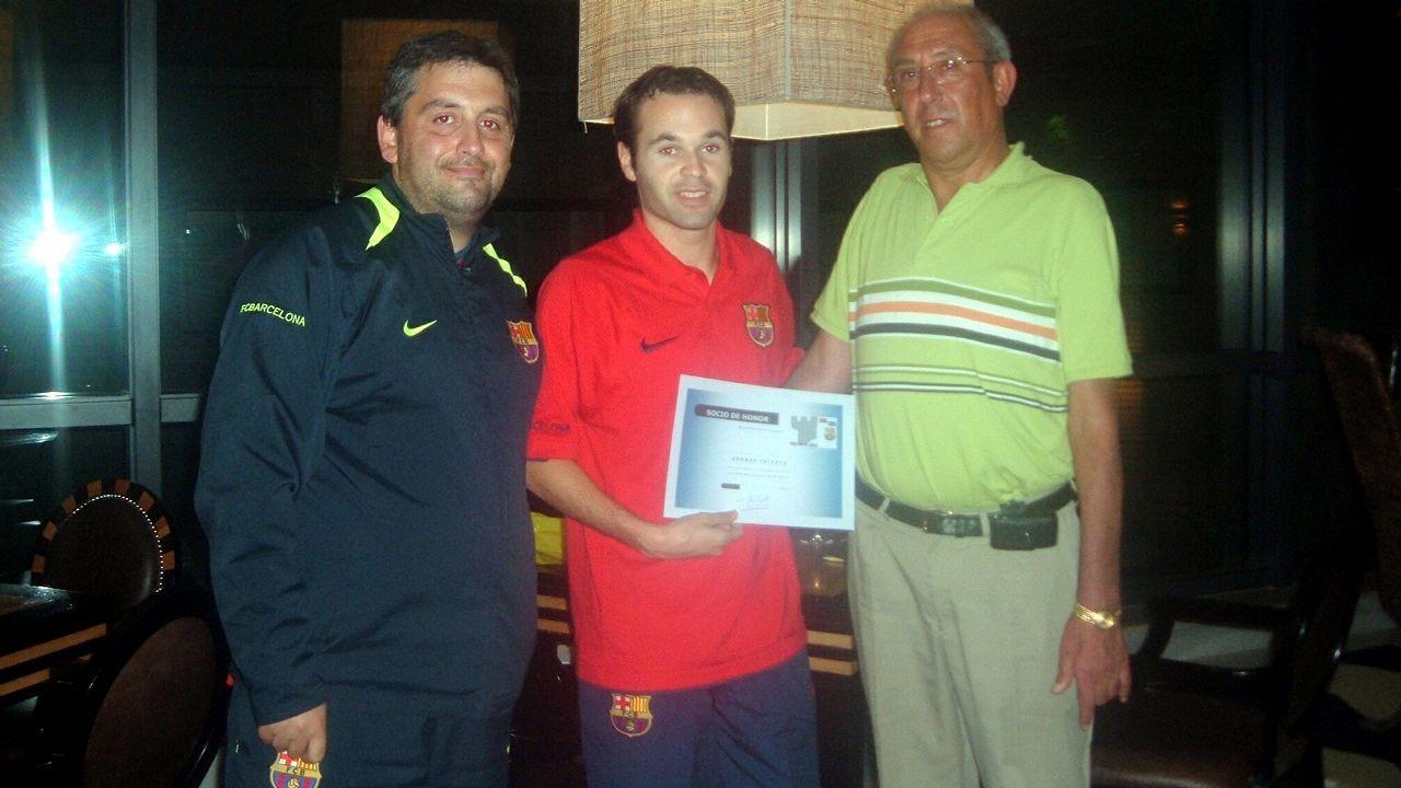 Emocionado adiós de Iniesta al Barça