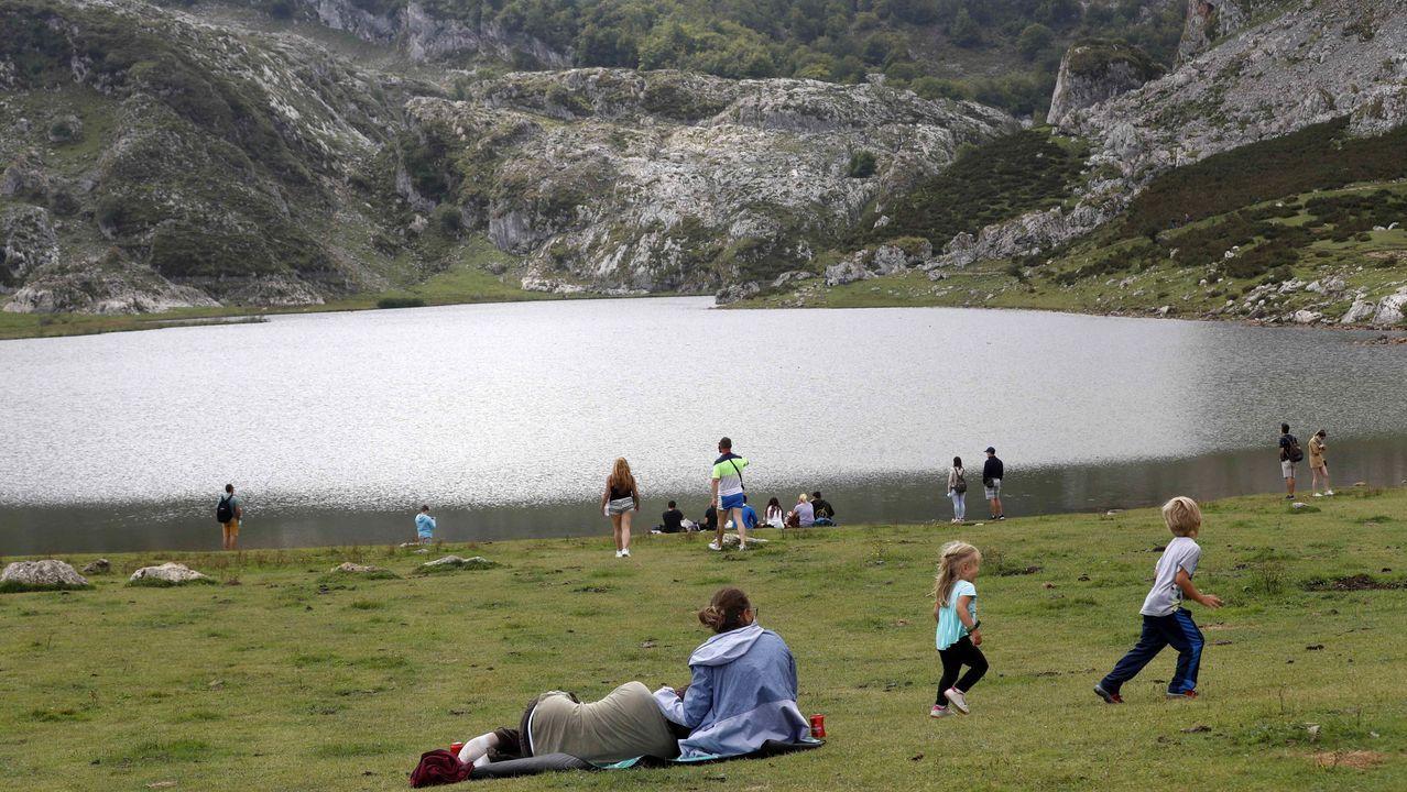 Turistas en los Lagos de Covadonga