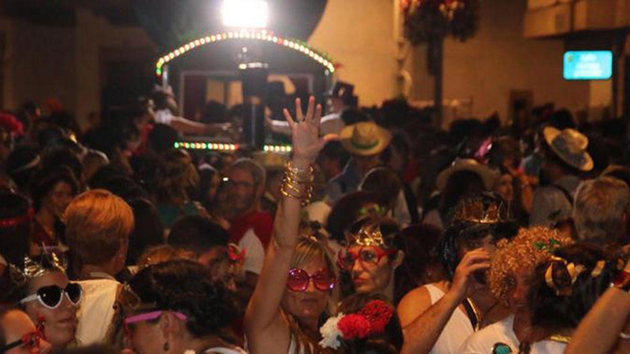 Descarga de jurel en la lonja de Linares Rivas.Carnaval de Luanco