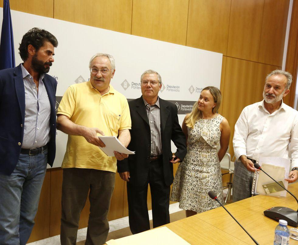 Jesús Fole, César Mosquera, José Ramón Couto, María Núñez y Pérez Losada, ayer, en el Pazo.