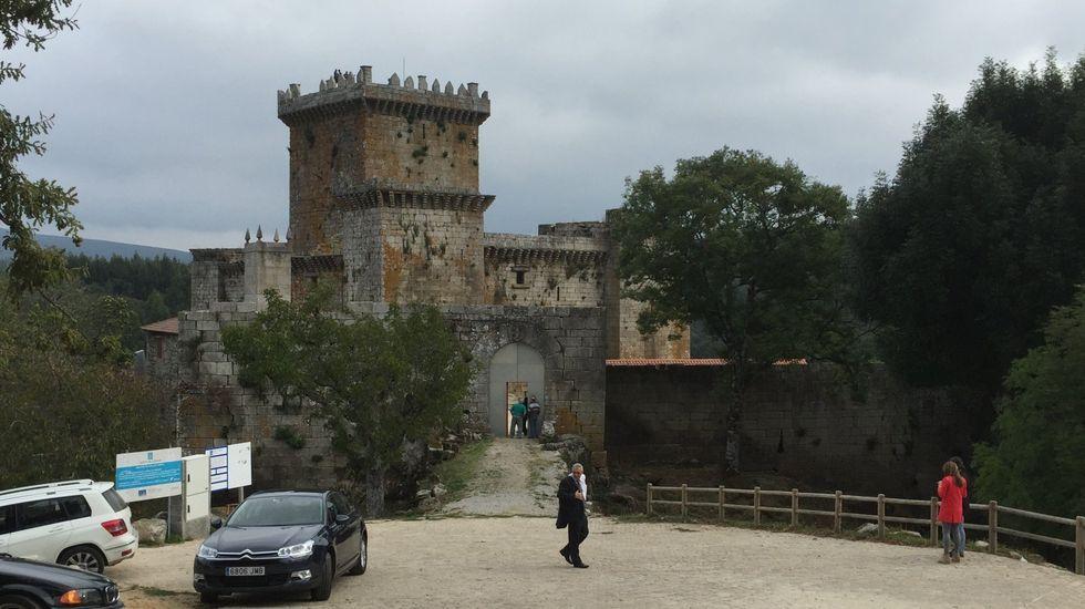 Luns de Entroido en Arousa.El Castelo de Pambre acoge una exposición de Beatriz Bascoy