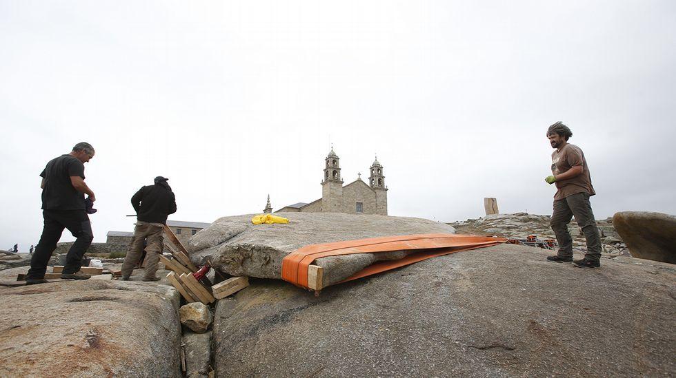 En la tarde de ayer la Pedra quedó prácticamente en su sitio correcto.