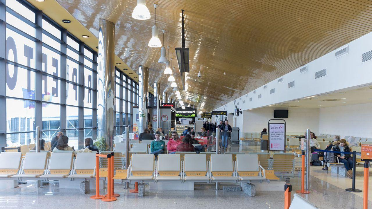 Vestigios franquistas en la Universidad de Oviedo.Aeropuerto de Asturias