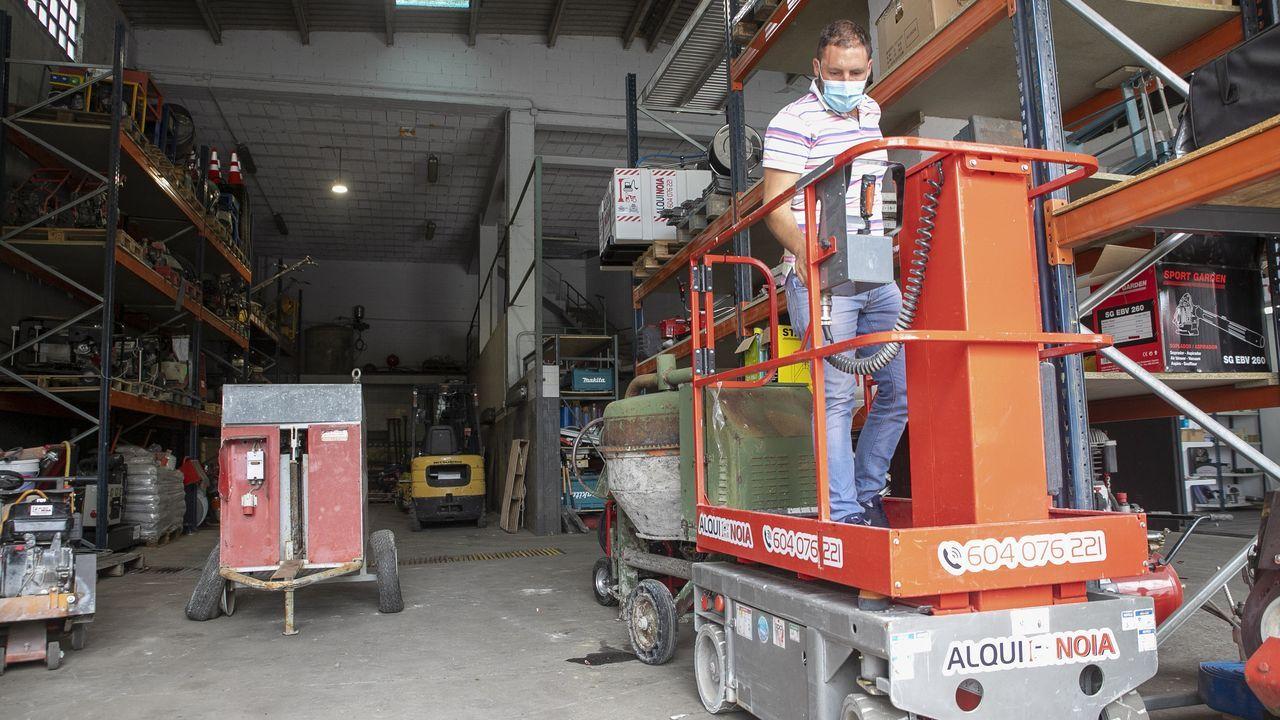 Manoliño y Roger sellan su amistad debajo del mar.La empresa Alquinoia abrió sus puertas en el mes de junio y se dedica al alquiler de maquinaria para el sector de la construcción