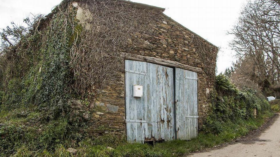 Antigua capilla de Figueira, convertida en un garaje