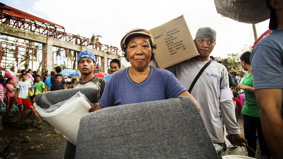 INDITEX. La multinacional presta apoyo a las unidades de emergencia en la República Democrática del Congo y la República Centroafricana, y en zonas castigadas por desastres humanitarios, como Filipinas, en la imagen.