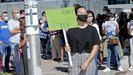 Protesta ante la Xunta de padres y alumnos del instituto IES Sánchez Cantón contra la modalidad de clases semipresenciales