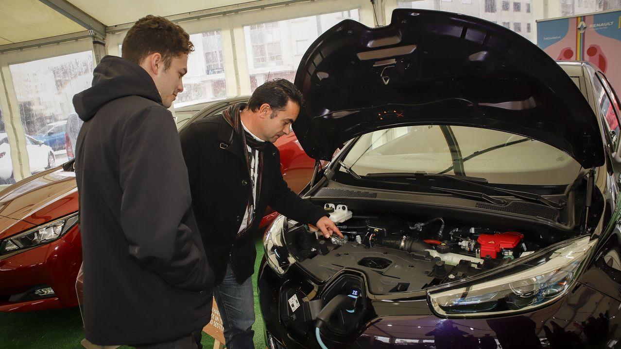 Primera feria de coches en Ribeira.Visita de Macron a la fábrica en abril del 2017