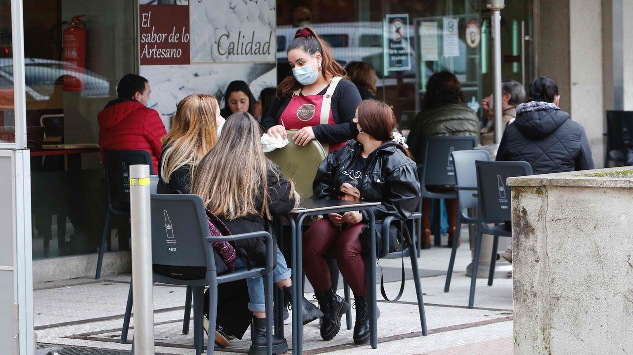 Los clientes vuelven a las calles de Pontevedra