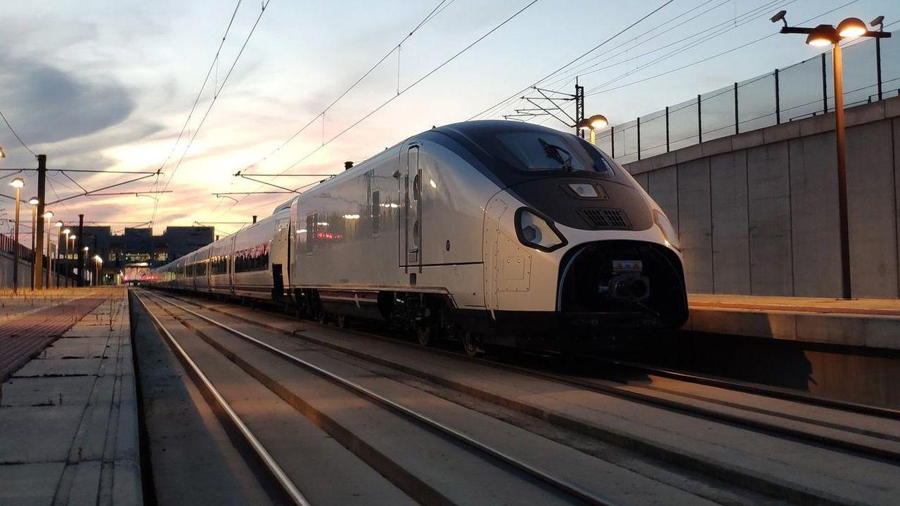 El tren Avril de ancho variable llegará tarde a la apertura de la línea gallega. En la imagen, el modelo de ancho fijo que se prueba en el AVE a Galicia