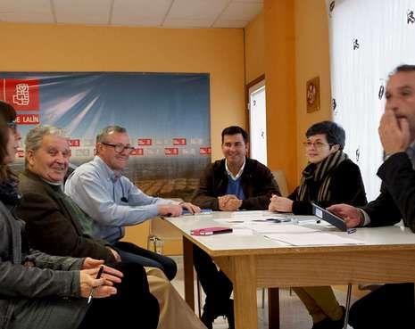 Rafael Cuíña y Marlene Pérez, ayer en el Parlamento Europeo.                    La plataforma se reunió con representantes del PSOE en Lalín.