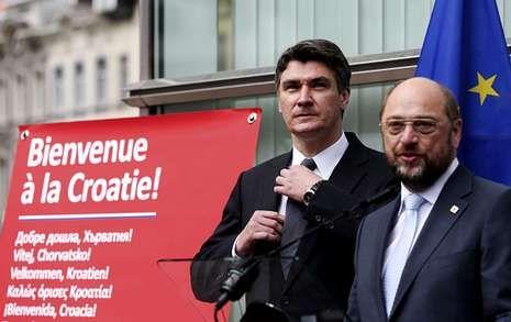 El primer ministro croata, Zoran Milanovic, y el presidente de la Eurocámara, Martin Schulz.