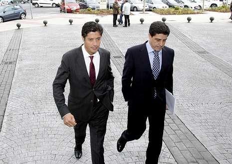 José María Tutor, acompañado por su abogado en los juzgado de Lugo el pasado día 23.