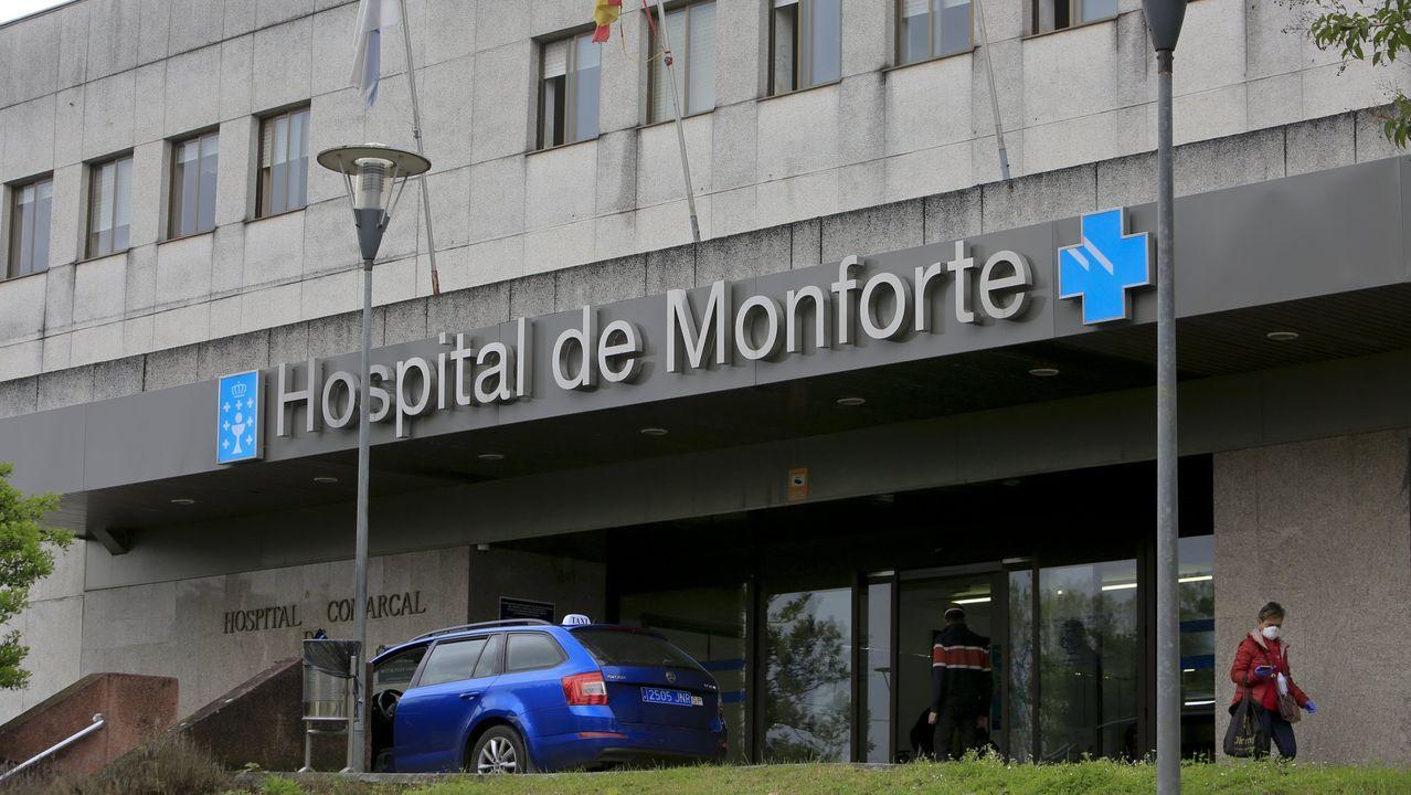 Entrada principal del hospital comarcal de Monforte, en una imagen de archivo