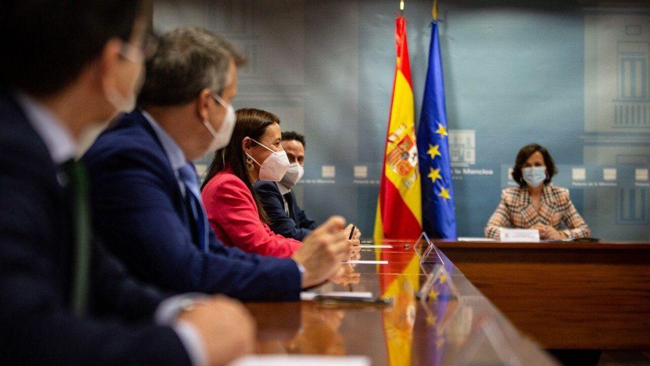 José María Espejo, Carlos Cuadrado, Marina Bravo y Edmundo Bal, de Ciudadanos, durante la reunión con la vicepresidenta Carmen Calvo este viernes en la Moncloa