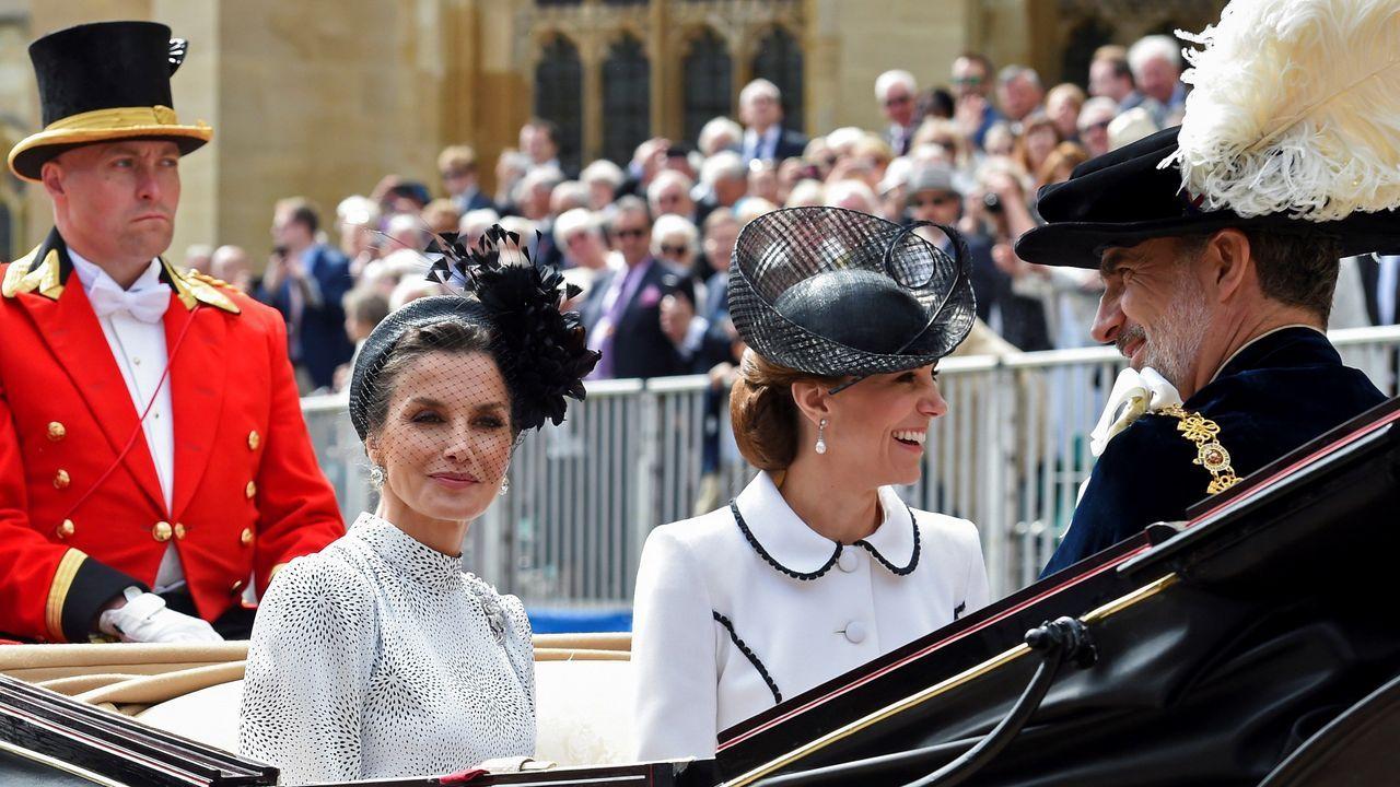 Felipe VI y la reina Letizia, con Isabel II en Londres.Felipe VI junto a Guillermo de Holanda