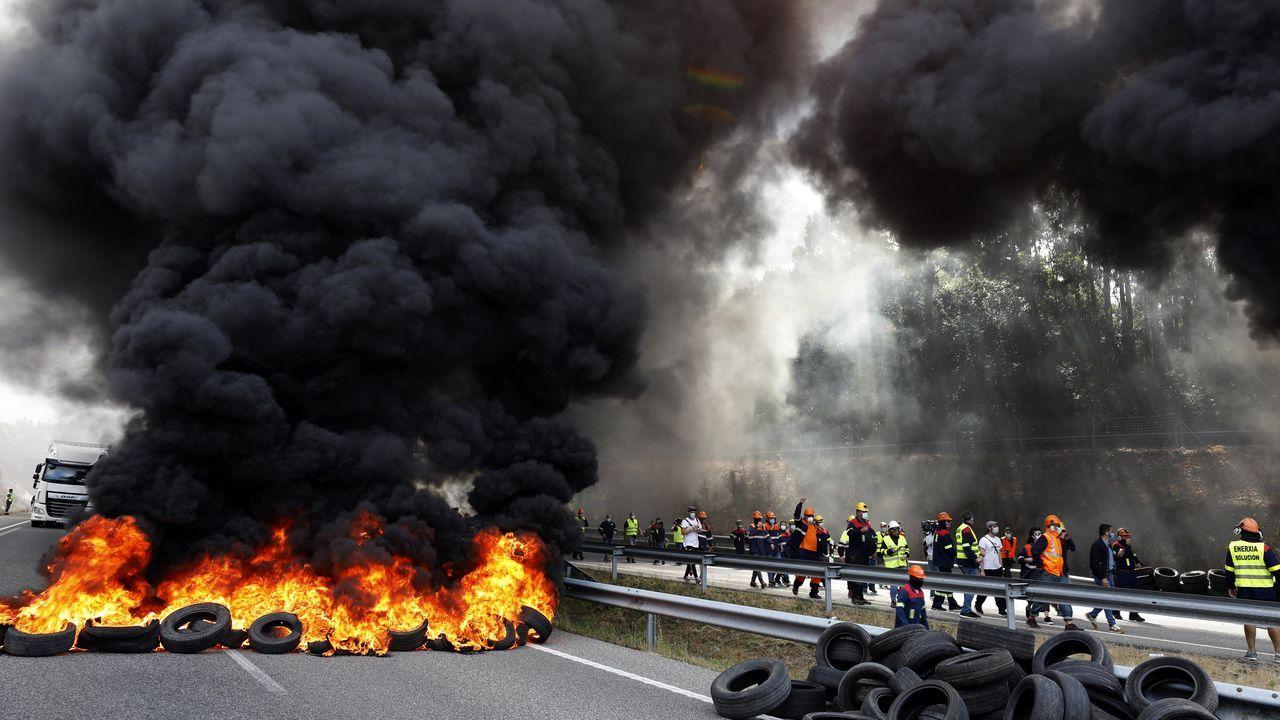 Arranca la caravana de coches dirección Lugo de los trabajadores de Alcoa.Miles de manifestantes se concentraron en Viveiro contra el cierre de Alcoa