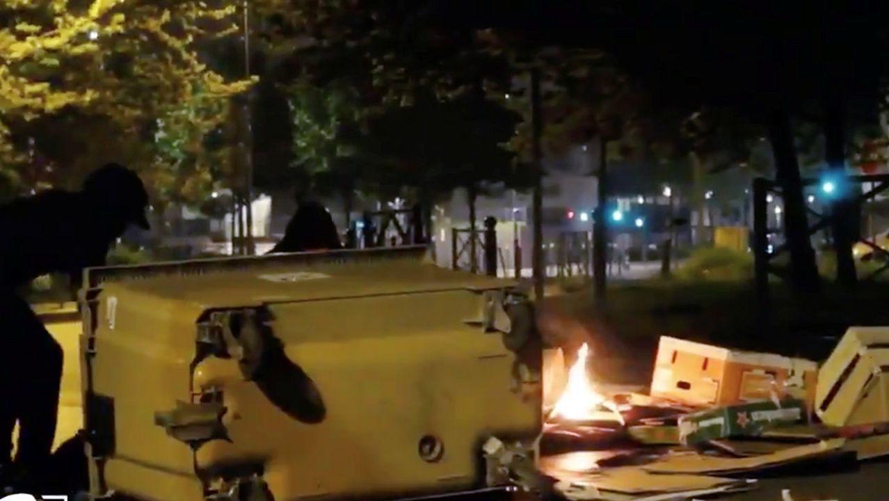 Contenedores quemados en Villeneuve-la-Garenne