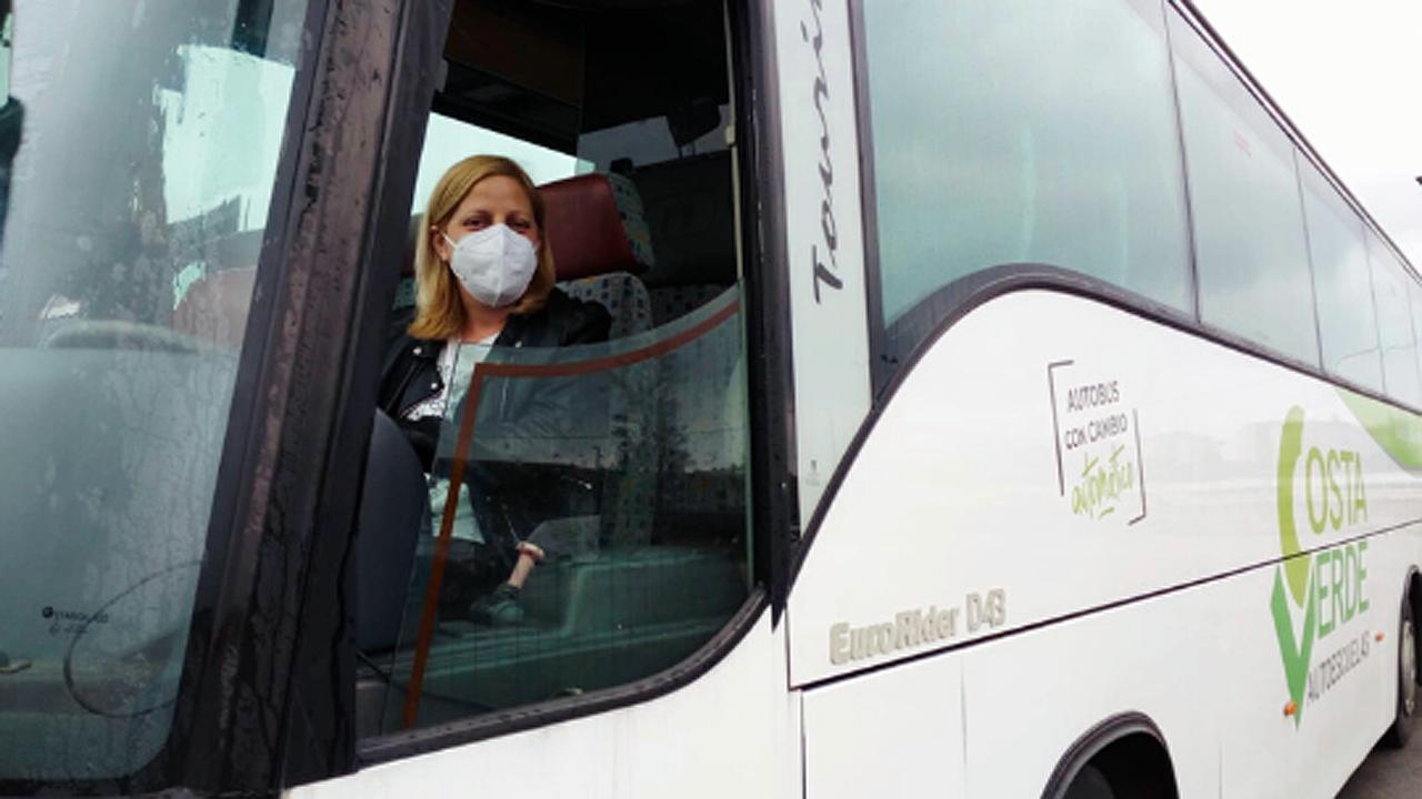 Una alumna del curso de conducción y transporte del Ayuntamiento de Gijón