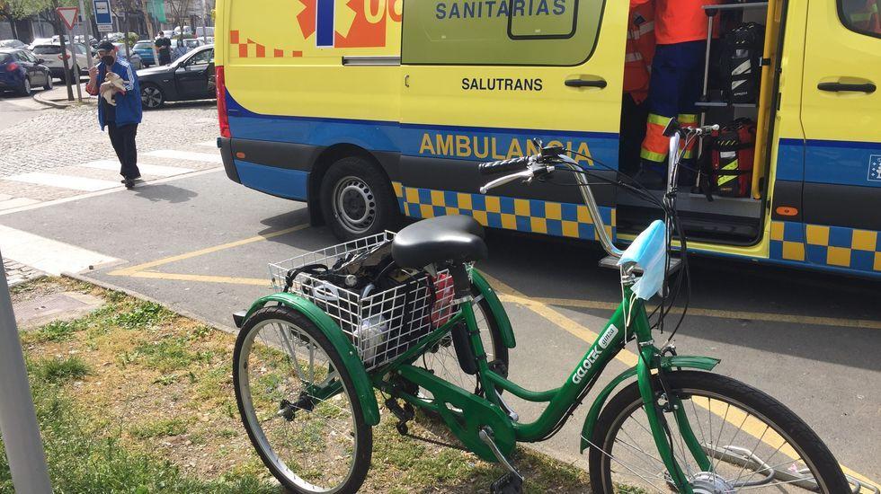 El ciclista fue atendido por los servicios sanitarios en el mismo lugar del accidente