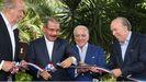 Juan Carlos I, junto al presidente dominicano Danilo Medina y los hermanos Alfonso y José Fanjul, en La Romana