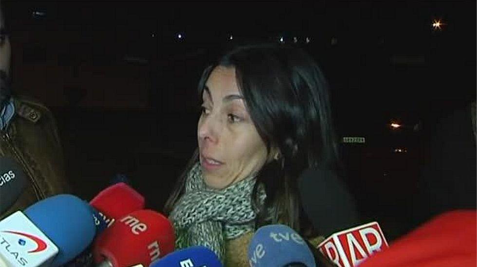 Raquel Gago: «La verdad no ha salido en el juicio».Montserrat y su hija Triana, arriba, y la policía Raquel Gago, abajo, en el momento de escuchar el veredicto del jurado popular.