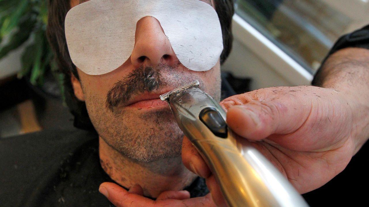 El centro social de Villa Magdalena de Oviedo ha celebrado un acto de afeitado colectivo, enmarcado en la campaña del movimiento Movember