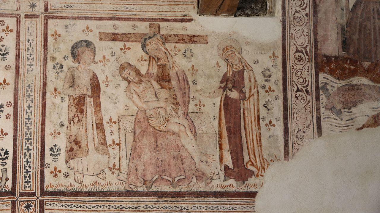 Una de las escenas de la Pasión de Cristo que la restauración ha puesto al descubierto en el muro norte de la iglesia
