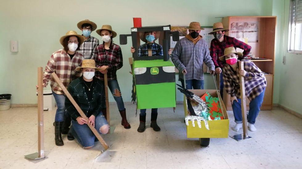 Participantes no concurso de disfraces organizado polo Concello de Bóveda a través de Facebook
