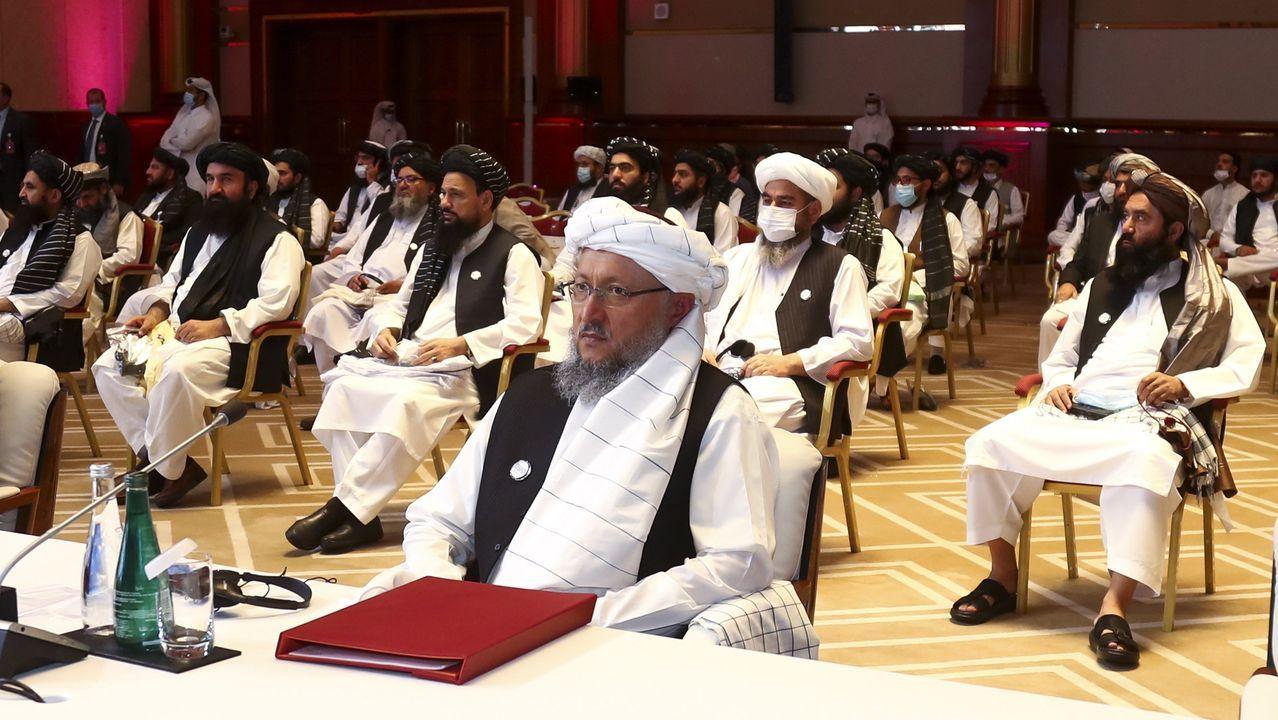 El jeque árabe Nasser Al-Al Attiyah, feliz de entrenar en Vimianzo.El mulá Abdul Salam Hanafi lidera la representación de los talibanes