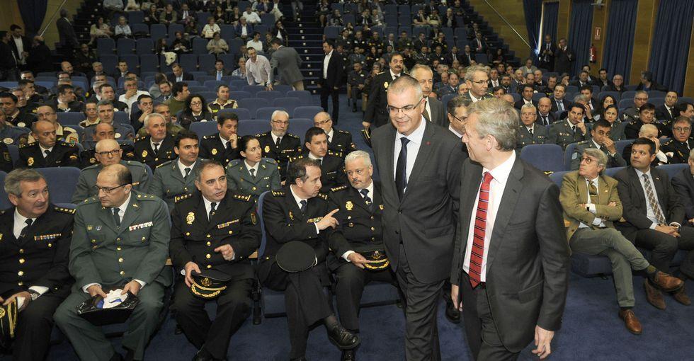 La gala del Ribeiro, en imágenes.Juan Bouzas Estévez recibe la distinción de manos de Luis Menor.