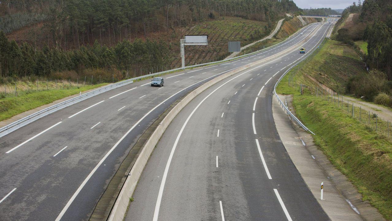 CARRETERAS 2+1 Ejemplo de un tramo con la configuración 2+1 en el que se añade un carril durante varios kilómetros para realizar adelantamientos con seguridad