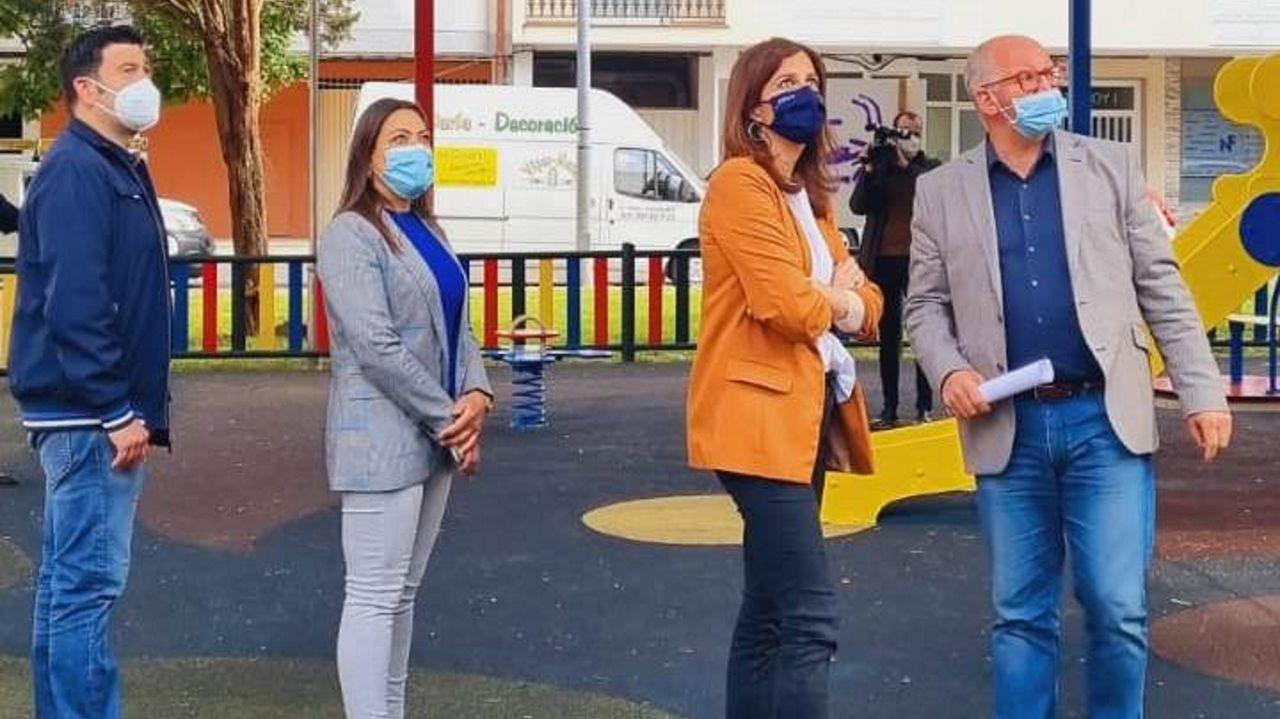 Visita. Natalia Prieto, directora xeral de Administración Local, visitó ayer Noia para ver las mejoras en el parque infantil de Labarta, donde la Xunta invirtió 28.000 euros, y tratar algunas de las inversiones previstas para el 2021 que cuentan con financiación autonómica