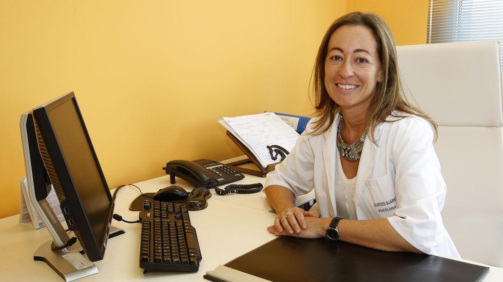 Los ríos del área de Santiago, a reventar.La concejala de Benestar Social, Eva Martínez Montero, en su despacho, en una foto de archivo