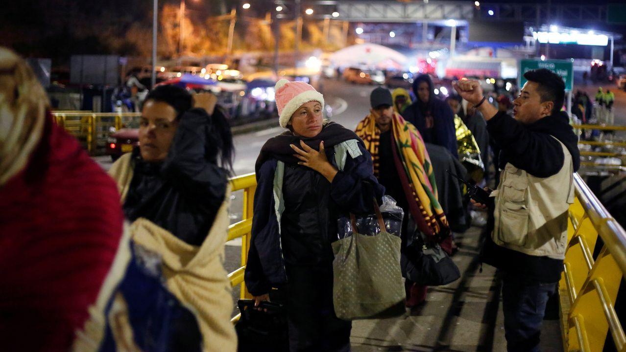 Imagen de archivo de refugiados venezolanos cruzando de Colombia a Ecuador por el puente de San Miguel, en Tulcan