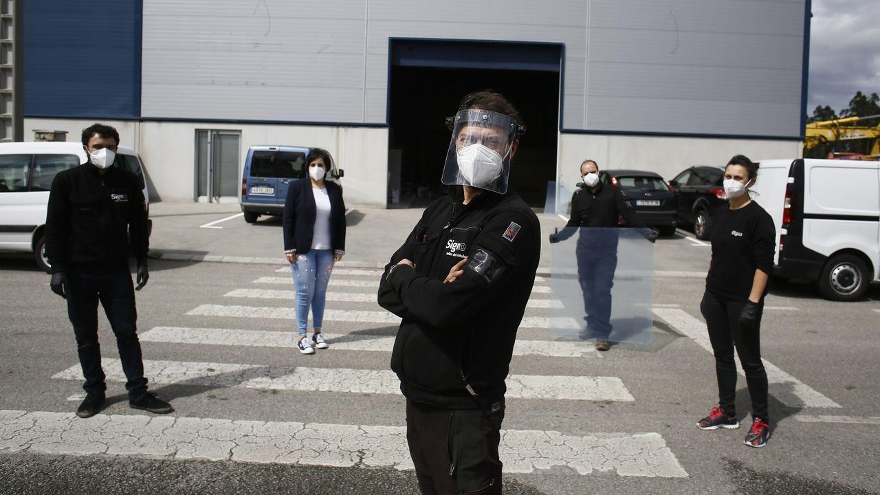 Así salió A Mariña a la calle por franjas horarias.Futures estrena en Xove instalaciones para seguir produciendo máscaras y mamparas de metacrilato para particulares, empresas y administraciones