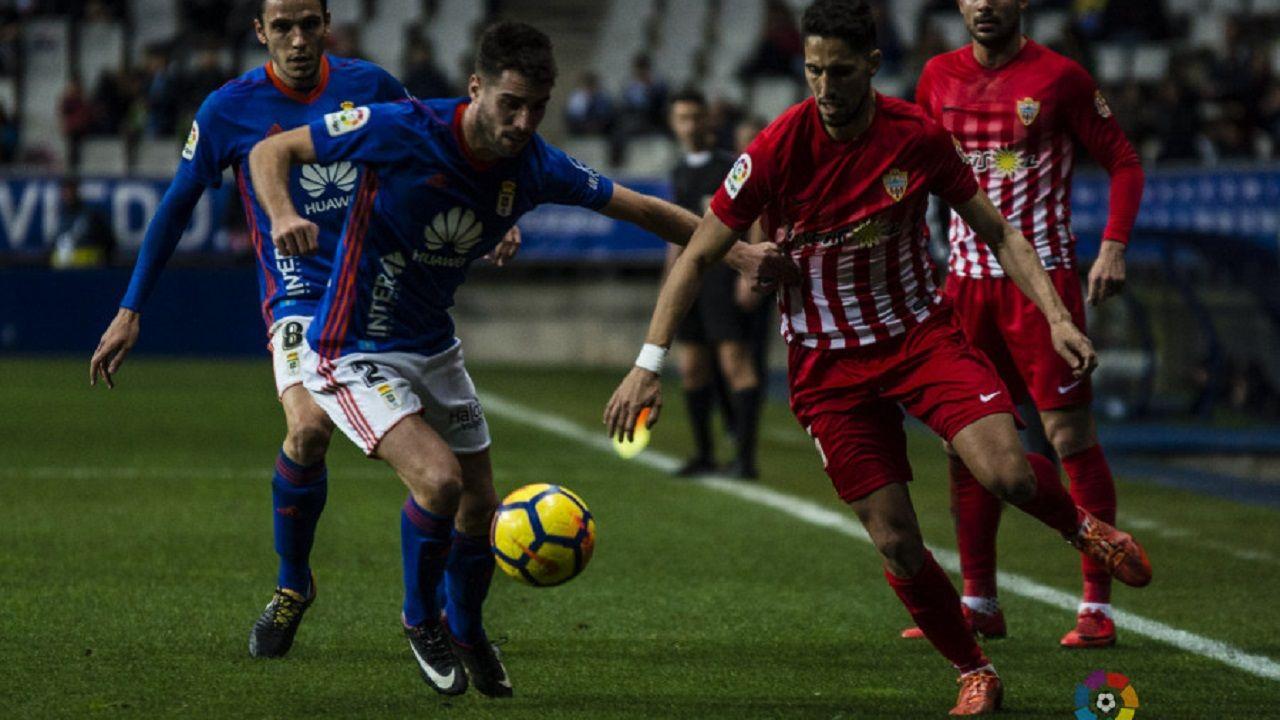 Fidel pugna con Diegui en un Oviedo-Almería