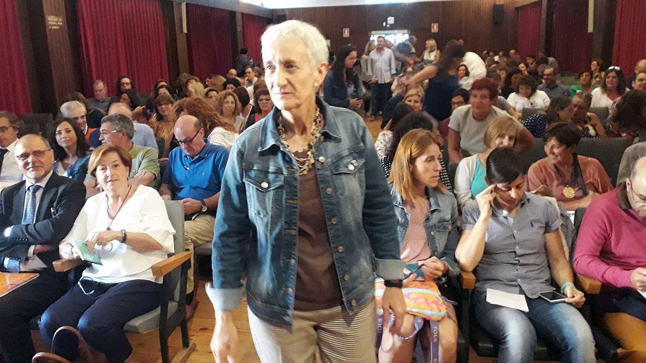 Centro penitenciario de Villabona.Carmen Suárez, con los directores de centro, y en las primeras filas los directores generales, Miguel Ángel Barón Gorreto y Ana Isabel Isla