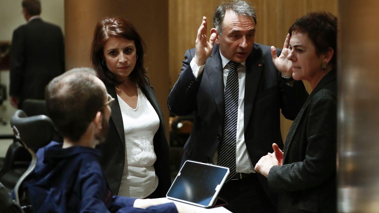 Calviño rechaza la derogación de la reforma laboral por «absurdo y contraproducente».Idoia Mendia, del PSOE vasco, ante su domicilio tras el ataque de simpatizantes del etarra Patxi Ruiz